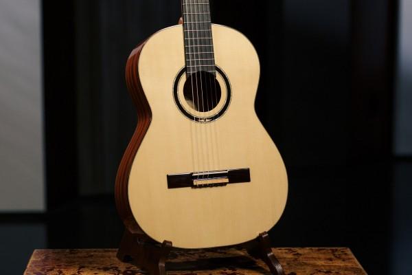 ORTEGA Custom Master Selection Series Classical Guitar 4/4 - Natural + Bag (M5CS)